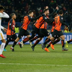 Soccer Football - Champions League Round of 16 First Leg - Shakhtar Donetsk vs AS Roma - Metalist Stadium, Kharkiv, Ukraine - February 21, 2018  Shakhtar Donetsk's Fred celebrates scoring their second goal with Taison and team mates  REUTERS/Gleb Garanich
